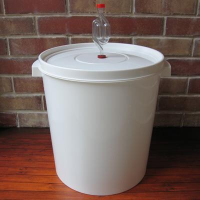 Бак для брожения с гидрозатвором на 30 л